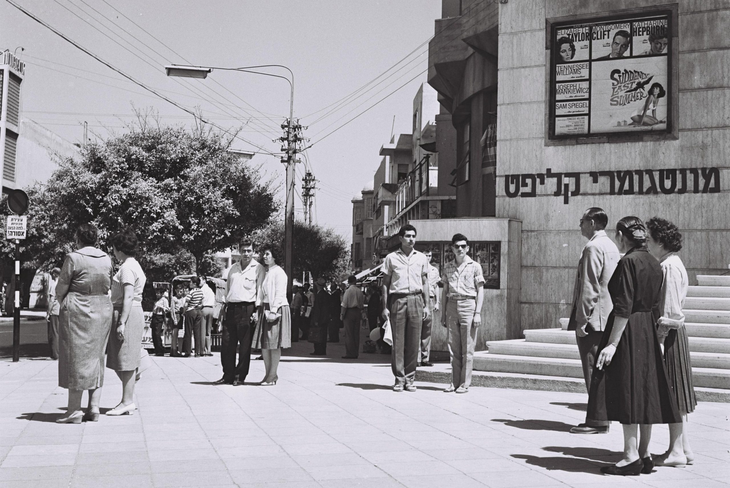 TWO-MINUTES SILENCE IS OBSERVED IN TEL AVIV ON    REMEMBRANSE DAY FOR FALLEN SOLDIERS.